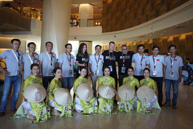 Đội pháo hoa quốc tế đầu tiên của DIFF 2019 đã tới Đà Nẵng - Ảnh 2.