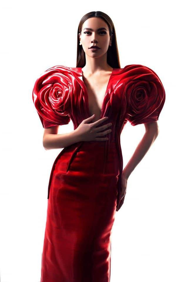 Hồ Ngọc Hà biến hóa với hàng loạt trang phục táo bạo - Ảnh 2.
