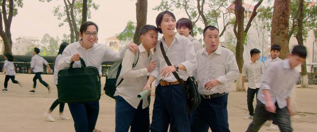 Tháng 5 để dành: Điều gì khiến không ít người tại Pháp, Nhật mua vé máy bay về Việt Nam để thưởng thức bộ phim? - Ảnh 1.