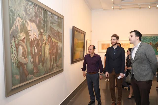 Những bức tranh tái hiện kí ức hào hùng của chiến thắng lịch sử Điện Biên Phủ sau 65 năm - Ảnh 4.