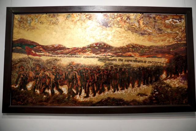 Những bức tranh tái hiện kí ức hào hùng của chiến thắng lịch sử Điện Biên Phủ sau 65 năm - Ảnh 5.