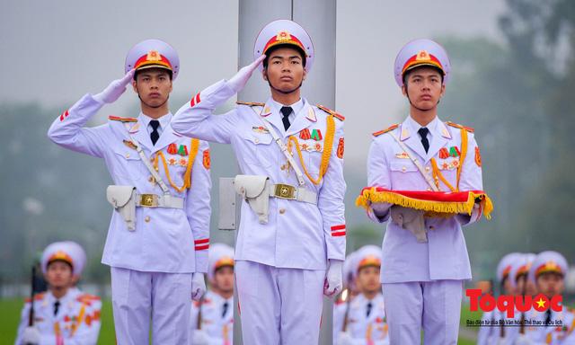 Lễ treo cờ rủ trong ngày Quốc tang Đại tướng Lê Đức Anh - Ảnh 10.