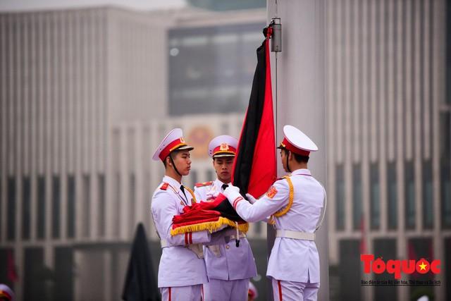Lễ treo cờ rủ trong ngày Quốc tang Đại tướng Lê Đức Anh - Ảnh 5.