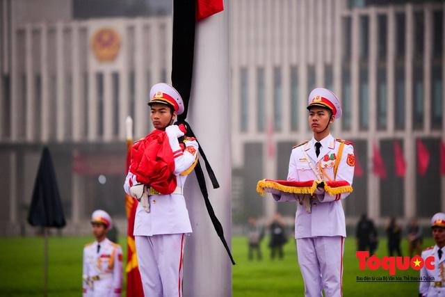 Lễ treo cờ rủ trong ngày Quốc tang Đại tướng Lê Đức Anh - Ảnh 7.