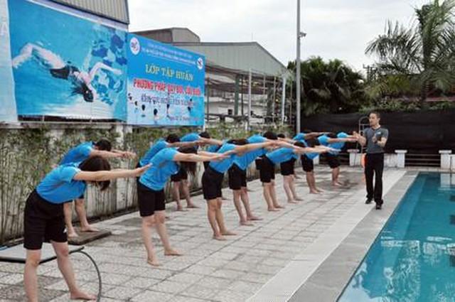 Tập huấn nghiệp vụ cho HDV cơ sở về chương trình bơi an toàn, phòng chống đuối nước trẻ em - Ảnh 1.