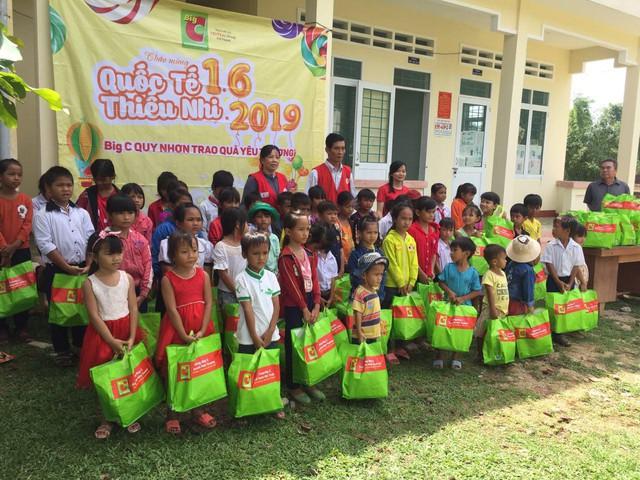 Tặng 3.700 phần quà cho trẻ em có hoàn cảnh khó khăn dịp Quốc tế Thiếu nhi 1-6 - Ảnh 1.
