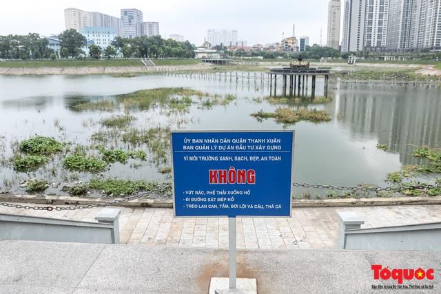 Hà Nội tăng cường công nhân dọn dẹp công viên 300 tỷ  đang bị ô nhiễm nặng - Ảnh 4.