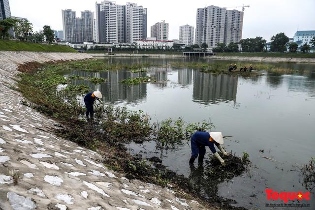 Hà Nội tăng cường công nhân dọn dẹp công viên 300 tỷ  đang bị ô nhiễm nặng - Ảnh 11.