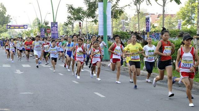 Gần 700 vận động viên tham gia Giải chạy Việt dã hưởng ứng Festival Biển 2019 - Ảnh 1.
