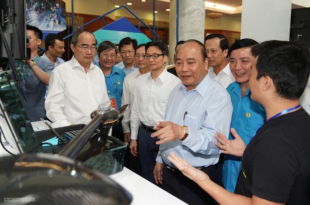Thủ tướng: Công nhân kỹ thuật cao là tài sản, vốn quý quốc gia - Ảnh 2.