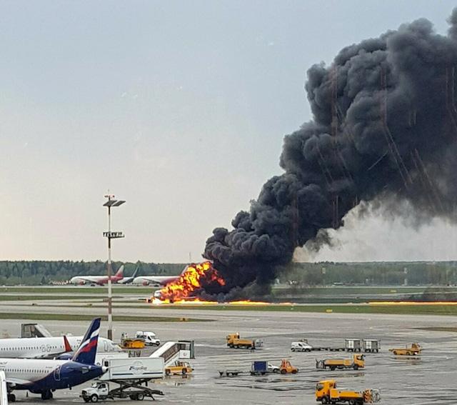 Tổng Bí thư, Chủ tịch nước gửi điện chia buồn tai nạn máy bay ở Nga - Ảnh 1.