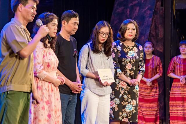 Xúc động đêm diễn gây quỹ từ thiện cho nữ diễn viên Nhà hát kịch Việt Nam tử nạn tại hầm Kim Liên - Ảnh 5.
