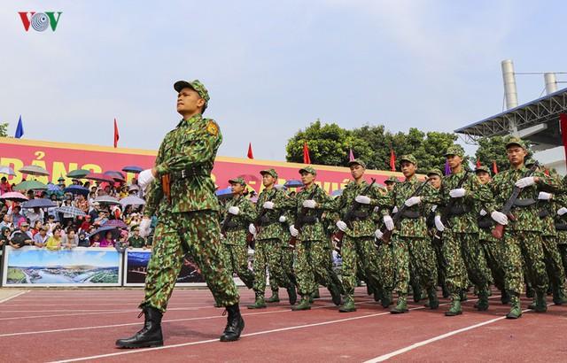 Hình ảnh mít tinh, diễu hành kỷ niệm 65 năm chiến thắng Điện Biên Phủ - Ảnh 10.