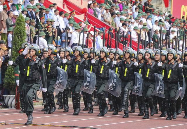 Hình ảnh mít tinh, diễu hành kỷ niệm 65 năm chiến thắng Điện Biên Phủ - Ảnh 13.