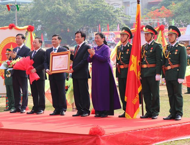 Hình ảnh mít tinh, diễu hành kỷ niệm 65 năm chiến thắng Điện Biên Phủ - Ảnh 7.