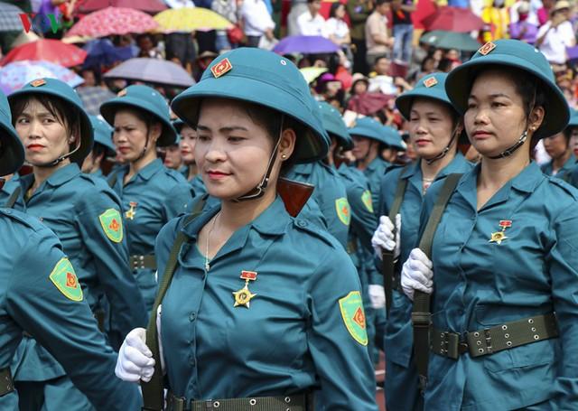 Hình ảnh mít tinh, diễu hành kỷ niệm 65 năm chiến thắng Điện Biên Phủ - Ảnh 9.