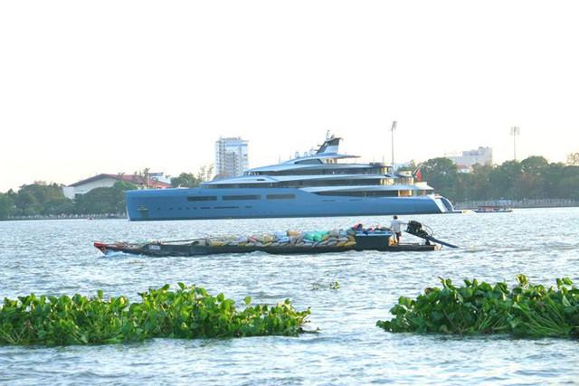 Siêu du thuyền 150 triệu USD cập cảng Sài Gòn rồi xuống Cần Thơ - Ảnh 1.