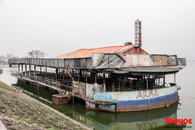 Tiềm ẩn nguy cơ cháy nổ ở bến thuyền bỏ hoang ven Hồ Tây - Ảnh 5.