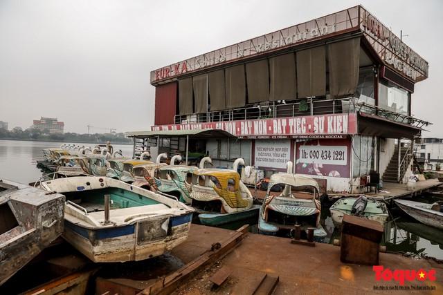 Tiềm ẩn nguy cơ cháy nổ ở bến thuyền bỏ hoang ven Hồ Tây - Ảnh 9.