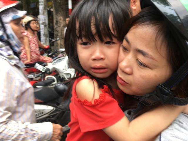 Nghệ An: Cháy trường mầm non, hàng trăm cháu sơ tán sang doanh trại quân đội - Ảnh 3.