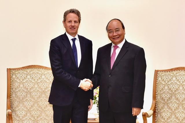 Thủ tướng Nguyễn Xuân Phúc tiếp ông Timothy Geithner, Chủ tịch Quỹ Warburg Pincus - Ảnh 1.