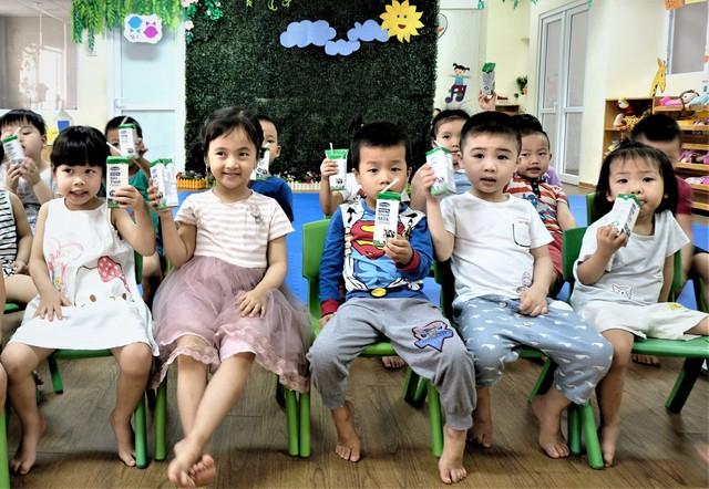 Lợi ích kép của chương trình sữa học đường Hà Nội - Ảnh 3.