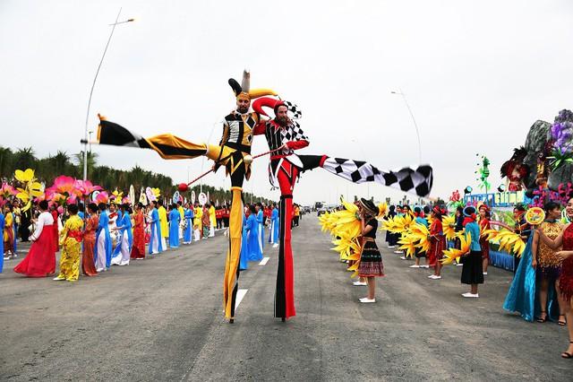 """Sau Carnaval, điều gì giúp du lịch Hạ Long tiếp tục """"bùng cháy"""" mùa hè này? - Ảnh 3."""