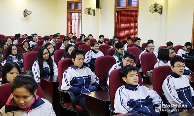 Hơn 41% học sinh lớp 12 đất học Nghệ An không đăng ký học đại học, cao đẳng - Ảnh 1.