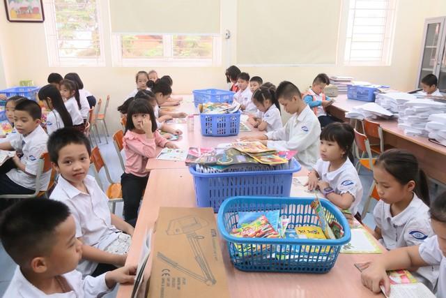 Vụ Thư viện trao tặng sách, đĩa cho học sinh trường PTCS Nguyễn Đình Chiểu - Ảnh 3.