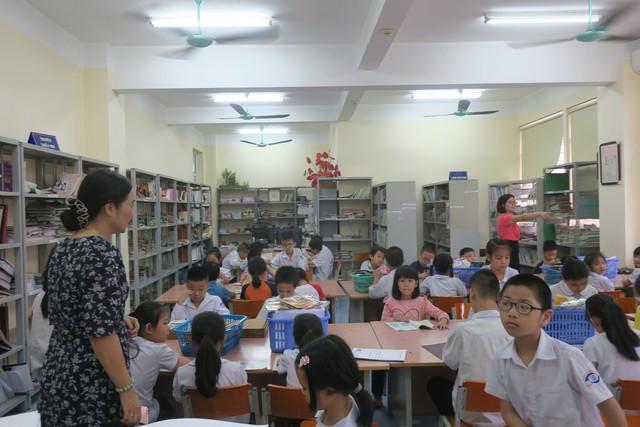 Vụ Thư viện trao tặng sách, đĩa cho học sinh trường PTCS Nguyễn Đình Chiểu - Ảnh 4.