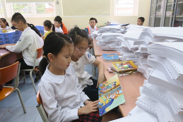 Vụ Thư viện trao tặng sách, đĩa cho học sinh trường PTCS Nguyễn Đình Chiểu - Ảnh 5.