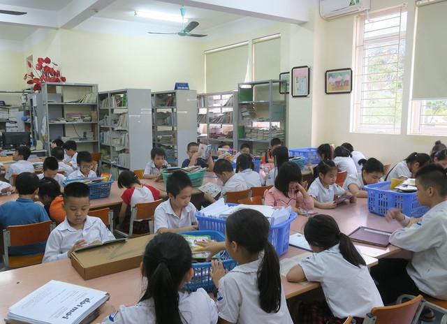Vụ Thư viện trao tặng sách, đĩa cho học sinh trường PTCS Nguyễn Đình Chiểu - Ảnh 7.