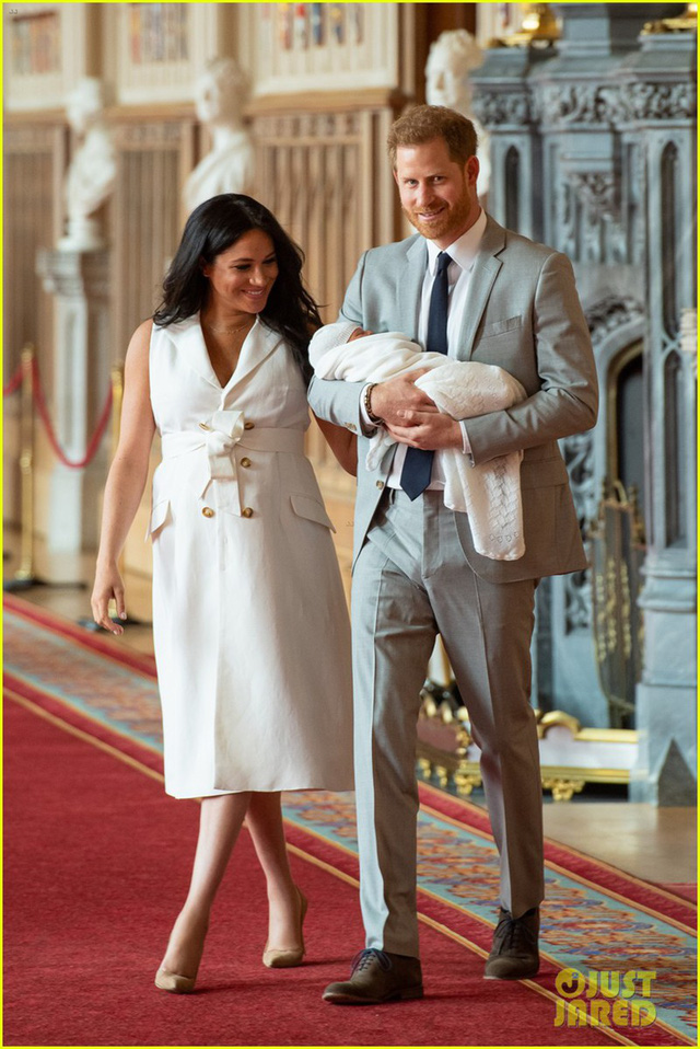 Con trai đầu lòng của Hoàng tử Harry lần đầu lộ diện trước công chúng - Ảnh 2.