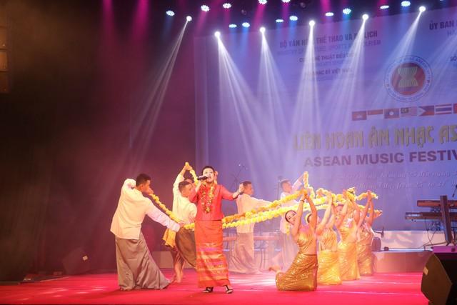 Liên hoan âm nhạc ASEAN trao 12 Huy chương Vàng - Ảnh 1.