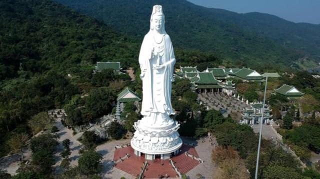 Tượng Phật Quán Thế Âm chùa Linh Ứng lọt top ảnh du lịch đẹp nhất thế giới 2019 - Ảnh 1.