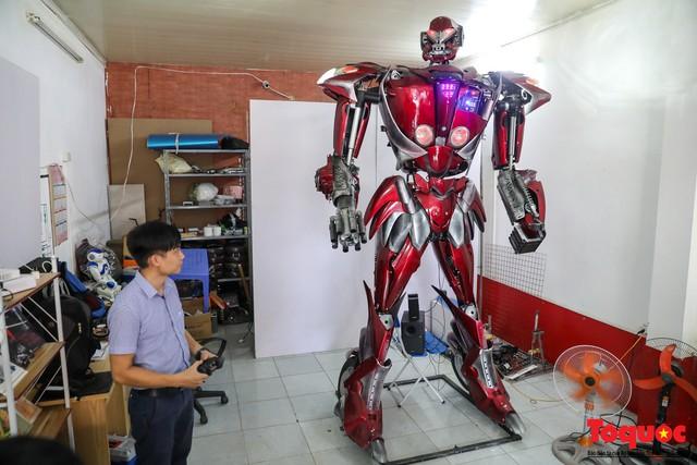 Chiêm ngưỡng Robot Siêu to, khổng lồ được chế tạo từ rác thải nhựa - Ảnh 1.