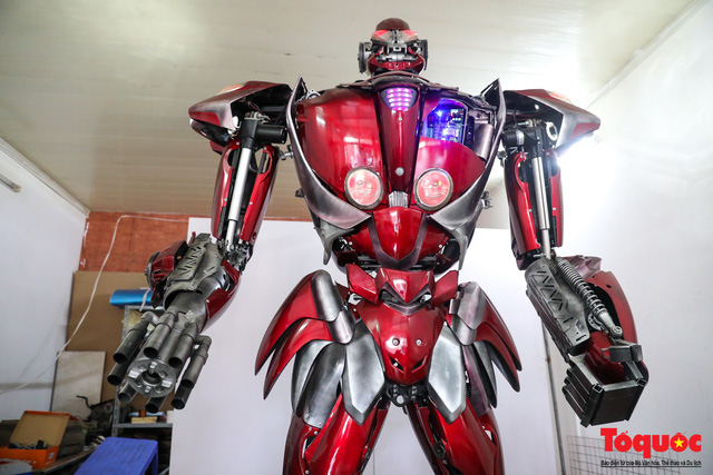 Chiêm ngưỡng Robot Siêu to, khổng lồ được chế tạo từ rác thải nhựa - Ảnh 2.