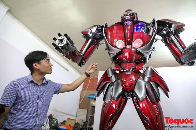 Chiêm ngưỡng Robot Siêu to, khổng lồ được chế tạo từ rác thải nhựa - Ảnh 3.