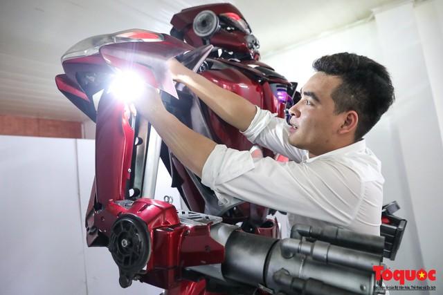 Chiêm ngưỡng Robot Siêu to, khổng lồ được chế tạo từ rác thải nhựa - Ảnh 9.