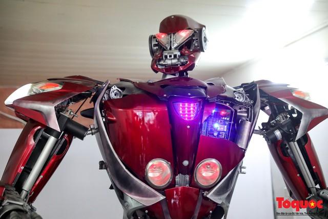 Chiêm ngưỡng Robot Siêu to, khổng lồ được chế tạo từ rác thải nhựa - Ảnh 12.