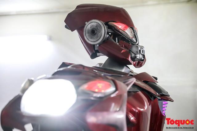 Chiêm ngưỡng Robot Siêu to, khổng lồ được chế tạo từ rác thải nhựa - Ảnh 13.