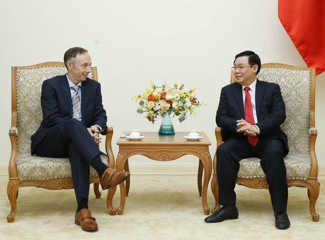 Phó Thủ tướng Vương Đình Huệ tiếp Phó Chủ tịch Nike - Ảnh 1.