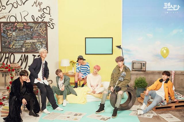 BTS thả thính người hâm mộ bằng những bức hình không thể không đốn tim - Ảnh 8.