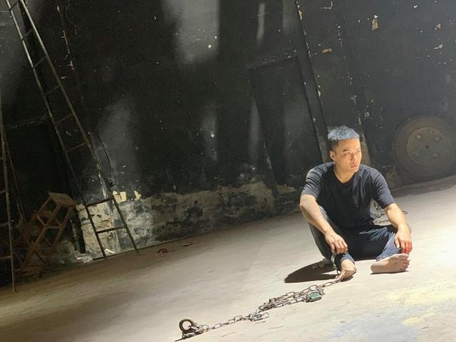 Hồng Đăng, Việt Anh than thở khi quay Mê cung dưới cái nóng 42 độ - Ảnh 1.