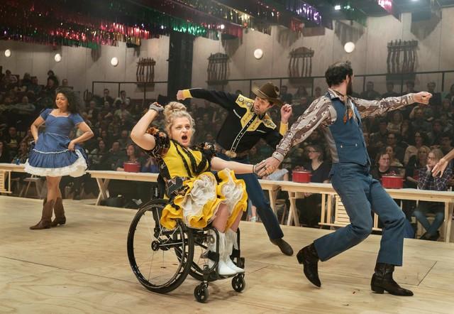 Ali Stroker đi vào lịch sử khi trở thành người sử dụng xe lăn đầu tiên giành giải Tony - Ảnh 2.