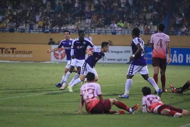 HLV Hà Nội FC: Đình Trọng cần phải hút hết dịch rồi mới có thể sang Singapore điều trị - Ảnh 1.