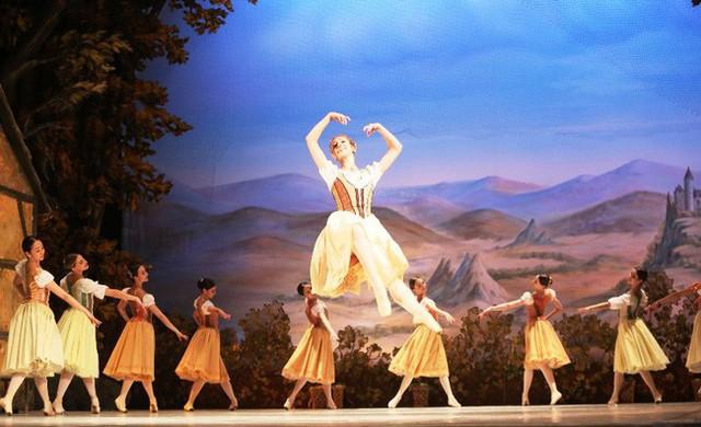 Công diễn vở ballet Giselle nhân kỷ niệm Quốc khánh Liên bang Nga - Ảnh 1.