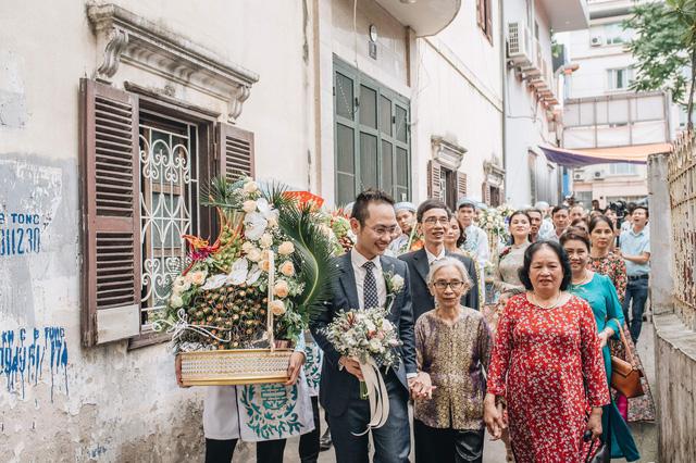 Đẹp hút hồn dàn sao VTV đồng phục áo dài xanh bê tráp cho MC Phí Linh  - Ảnh 3.