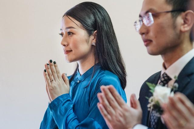 Đẹp hút hồn dàn sao VTV đồng phục áo dài xanh bê tráp cho MC Phí Linh  - Ảnh 4.
