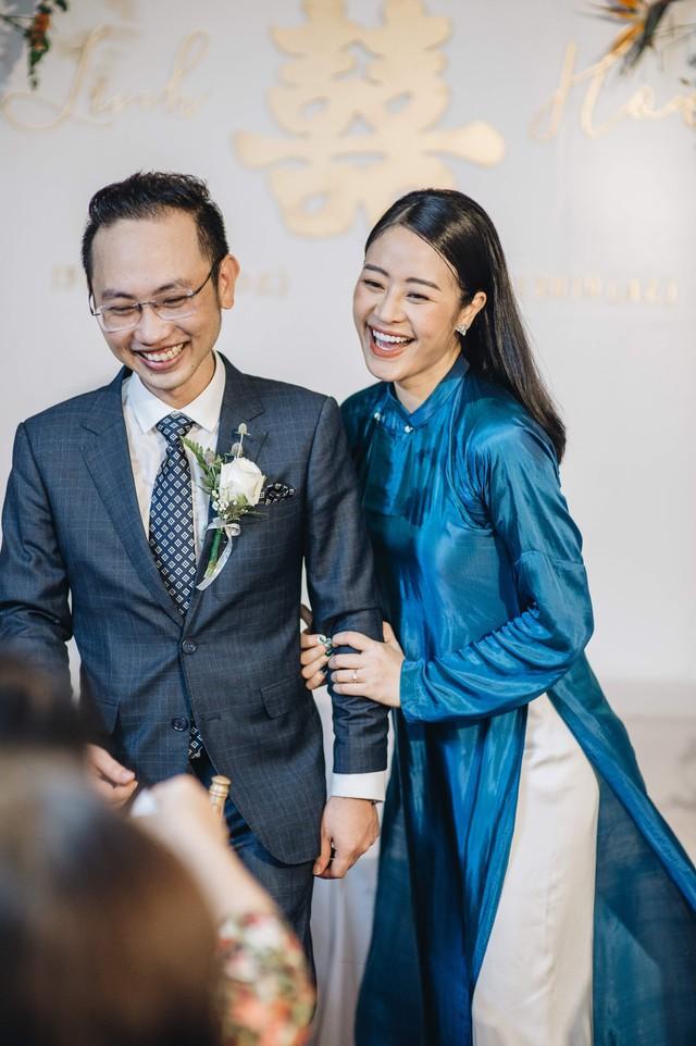 Đẹp hút hồn dàn sao VTV đồng phục áo dài xanh bê tráp cho MC Phí Linh  - Ảnh 5.